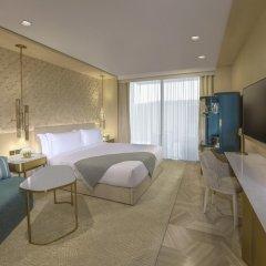 Отель Five Palm Jumeirah Dubai Улучшенный номер с различными типами кроватей фото 3