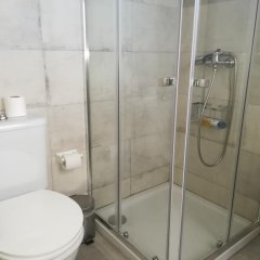 Отель Foreign Friend Guesthouse Lisbon ванная