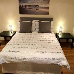 Отель River Heights сейф в номере