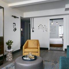 The Renwick Hotel New York City, Curio Collection by Hilton 4* Улучшенный люкс с различными типами кроватей фото 2