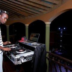 Отель Milbrooks Resort Ямайка, Монтего-Бей - отзывы, цены и фото номеров - забронировать отель Milbrooks Resort онлайн интерьер отеля фото 3