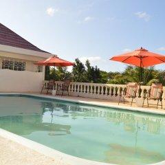 Отель Sea Grove Villa бассейн