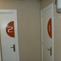Отель JQC Rooms сейф в номере