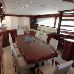 Отель Beyond the Sea Yacht в номере