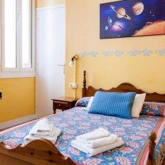 Отель Hostal Pensio 2000 2* Стандартный номер с двуспальной кроватью фото 19
