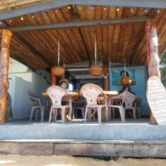 Отель Main Reef Surf hotel Шри-Ланка, Хиккадува - отзывы, цены и фото номеров - забронировать отель Main Reef Surf hotel онлайн бассейн фото 2