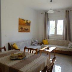 Апартаменты Pavloudis Apartments комната для гостей