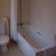Отель The Old Ferry Inn ванная