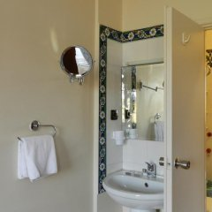 Отель Berk Guesthouse - 'Grandma's House' 3* Стандартный семейный номер с двуспальной кроватью фото 30
