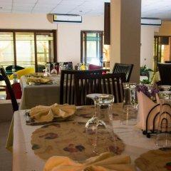 Отель Crismon Hotel Гана, Тема - отзывы, цены и фото номеров - забронировать отель Crismon Hotel онлайн питание фото 3