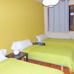 Апартаменты Neon Gondola Lift Apartments Банско комната для гостей фото 2