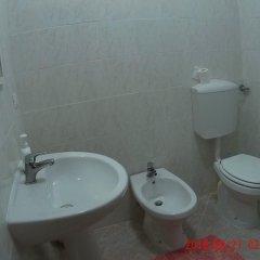 Отель B&B The Caponi Bros 3* Стандартный номер с двуспальной кроватью (общая ванная комната) фото 2