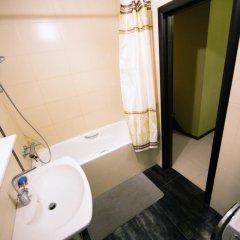 Гостиница Kubanskaya Naberezhnaya 64 в Краснодаре отзывы, цены и фото номеров - забронировать гостиницу Kubanskaya Naberezhnaya 64 онлайн Краснодар ванная
