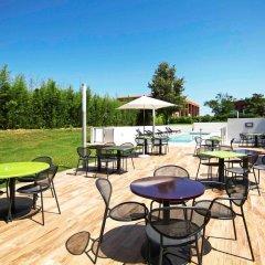Отель Ibis Styles Toulouse Labège Франция, Лабеж - отзывы, цены и фото номеров - забронировать отель Ibis Styles Toulouse Labège онлайн бассейн фото 2