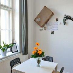 Kiez Hostel Berlin Кровать в общем номере с двухъярусной кроватью фото 17