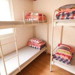 Отель Kimchee Hongdae Guesthouse Кровать в общем номере с двухъярусной кроватью