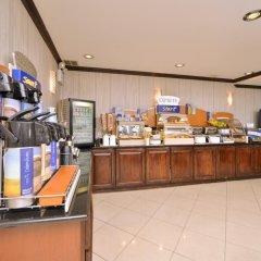 Отель Holiday Inn Express Kennedy Airport США, Нью-Йорк - 2 отзыва об отеле, цены и фото номеров - забронировать отель Holiday Inn Express Kennedy Airport онлайн питание фото 3