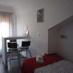 Отель Hostal Abril Стандартный номер с различными типами кроватей фото 7