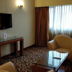 Отель The Suryaa New Delhi 5* Люкс повышенной комфортности с различными типами кроватей фото 10