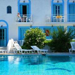 Отель Katerina Apartments Греция, Калимнос - отзывы, цены и фото номеров - забронировать отель Katerina Apartments онлайн бассейн фото 2