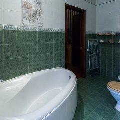 Отель Comfy Riga - Apartment St. Peter's Church Латвия, Рига - отзывы, цены и фото номеров - забронировать отель Comfy Riga - Apartment St. Peter's Church онлайн ванная