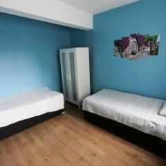 Van Backpackers Hostel Стандартный номер с двуспальной кроватью (общая ванная комната)