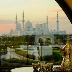 Отель The Ritz-Carlton Abu Dhabi, Grand Canal 5* Люкс с различными типами кроватей фото 7