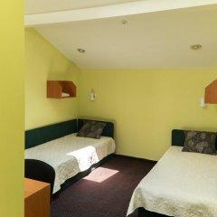 Hotel One Eight Стандартный семейный номер с разными типами кроватей