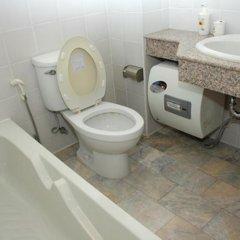 Апартаменты J S Tower Service Apartment Бангкок ванная