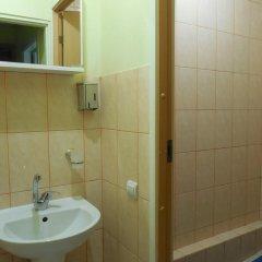 Отель Elizabeths Youth Hostel Латвия, Рига - отзывы, цены и фото номеров - забронировать отель Elizabeths Youth Hostel онлайн ванная фото 2