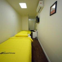 Отель 24 Guesthouse Seoul City Hall 2* Улучшенный номер с 2 отдельными кроватями фото 6