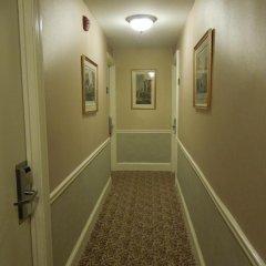 Отель Embassy Inn 2* Стандартный номер с различными типами кроватей фото 7