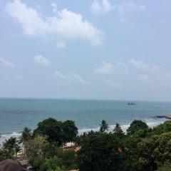 Отель Lomtalay Chalet Resort пляж