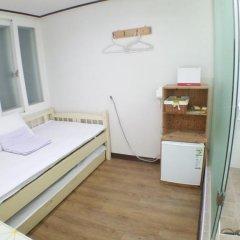 Отель Shinchon Hongdae Guesthouse 2* Стандартный номер с различными типами кроватей фото 4