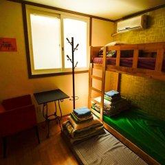 Отель Kimchee Hongdae Guesthouse Стандартный номер с 2 отдельными кроватями фото 3
