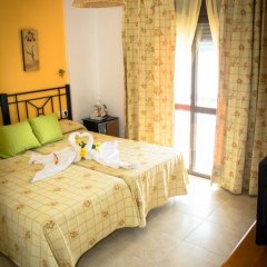 Отель Hostal Malia Испания, Кониль-де-ла-Фронтера - отзывы, цены и фото номеров - забронировать отель Hostal Malia онлайн комната для гостей фото 3