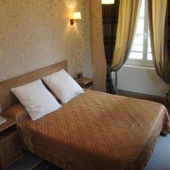 Отель Hôtel Les Chansonniers Стандартный номер с двуспальной кроватью