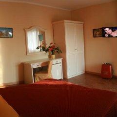 Отель Residence Miralago Rooms & Apartments Италия, Манерба-дель-Гарда - отзывы, цены и фото номеров - забронировать отель Residence Miralago Rooms & Apartments онлайн комната для гостей фото 5