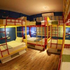 FIN Hostel Phuket Kata Beach Улучшенный номер с двуспальной кроватью фото 9