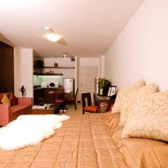 Апартаменты Sitara Place Serviced Apartments Бангкок комната для гостей фото 5