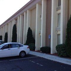 Отель Baymont by Wyndham Charlotte Airport North / I-85 North парковка