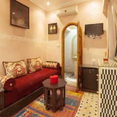 Отель Dar Ikalimo Marrakech 3* Улучшенный номер с двуспальной кроватью фото 4