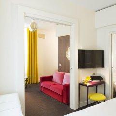 Отель Hôtel Dupond-Smith 5* Улучшенный номер с различными типами кроватей фото 2