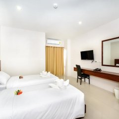 Отель The Topaz Residence 3* Улучшенный номер с 2 отдельными кроватями фото 4