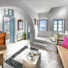 Отель Aigialos Niche Residences & Suites комната для гостей