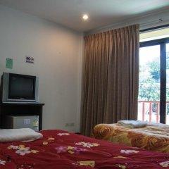Отель Patong Bay Guesthouse 2* Улучшенный номер с 2 отдельными кроватями фото 4