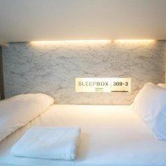 Отель Sleepbox Sukhumvit 22 Кровать в общем номере
