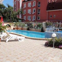 Отель Sunny Flower Hotel Болгария, Солнечный берег - отзывы, цены и фото номеров - забронировать отель Sunny Flower Hotel онлайн бассейн фото 3