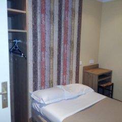 Отель Hôtel du Roi René 2* Стандартный номер с 2 отдельными кроватями