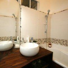 Отель Large 2 Bedrooms Latin Quarter (338) ванная фото 2